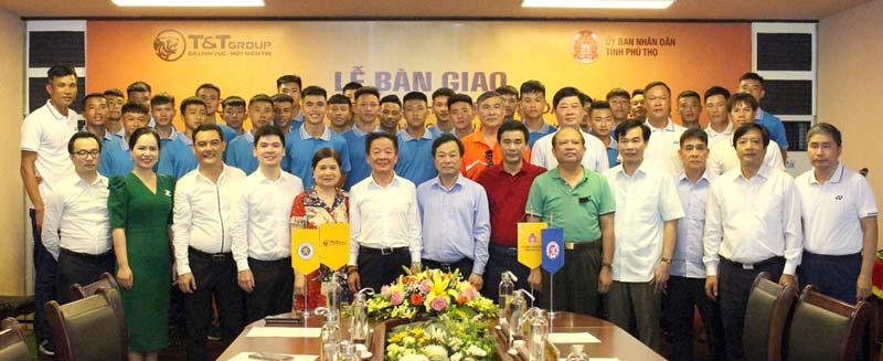 Bàn giao đội bóng U21 Hà Nội cho CLB bóng đá Phú Thọ