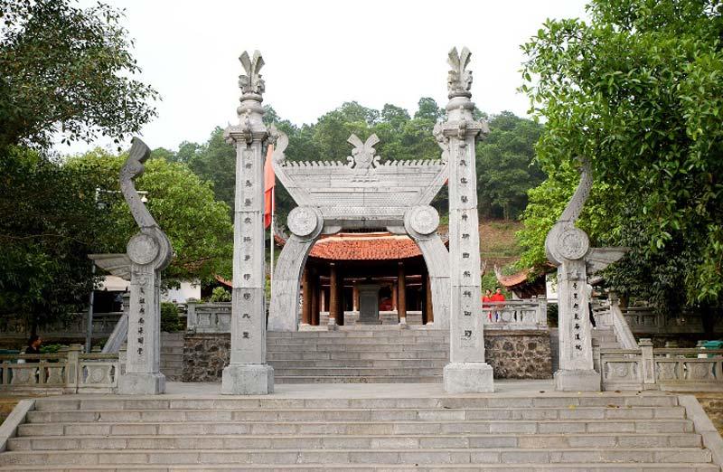 Đền thờ Quốc Tổ Lạc Long Quân - Khu di tích lịch sử Đền Hùng