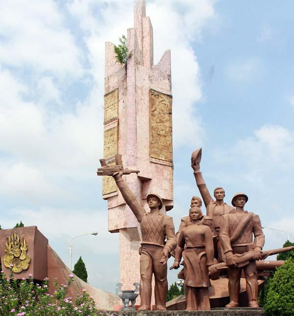 Tượng đài chiến thắng Sông Lô tại Đoan Hùng, Phú Thọ